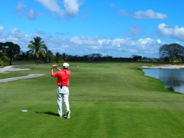 Buenaventura Golf - Jack Meets Panama's Wild Horses